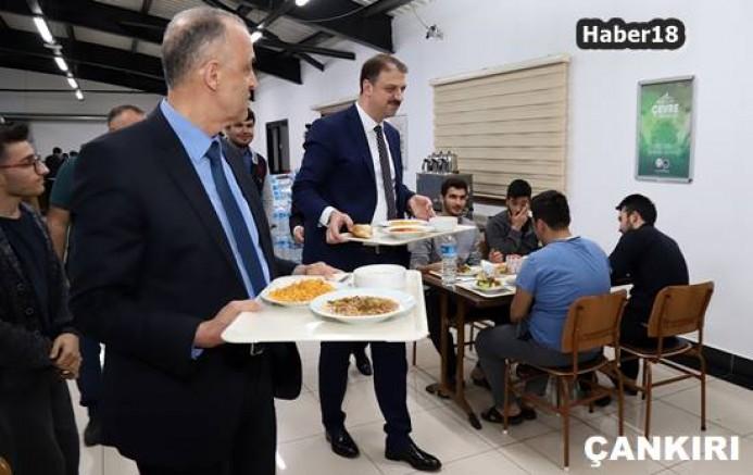 Bakan Yardımcısı Aksu, İlimizde Öğrencilerle Yemek Yedi Hamdi Bilge Aktaş - Çankırı