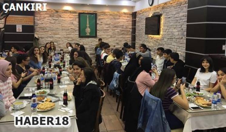 Çankırı - Başarılı Öğrenciler Birlikte İftar Yaptılar - Eğitim Çankırı haber18