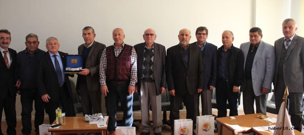 çankırı - Başkan KARAKAYA'dan Meclis Üyelerine Hediye Çankırı Şabanözü