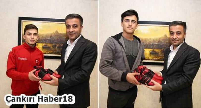 Çankırı Haber18 - Belediye Başkanı Hüseyin Boz, Haltercileri Ödüllendirdi, Hüseyin Boz - Çankırı, haber