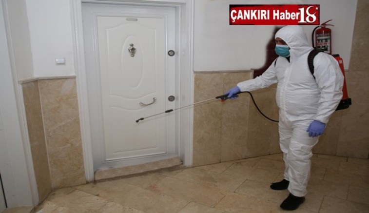 Çankırı Belediyesi, corona virüs testi pozitif çıkan hastaların bulunduğu apartmanlarda dezenfekte işlemine başladı.  - Çankırı Belediye Haber18 - attorney at law ,boat yacht  wealth luxury