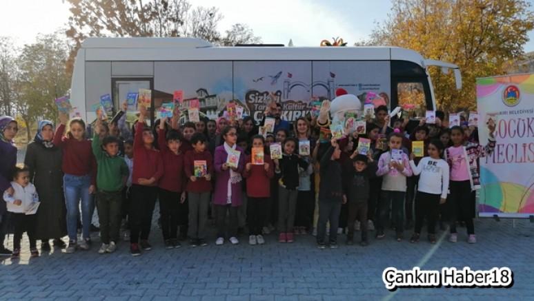 Çankırı Belediyesinden Öğrencilere Kitap Sürprizi - Belediye - haber18.com - Çankırı haberleri