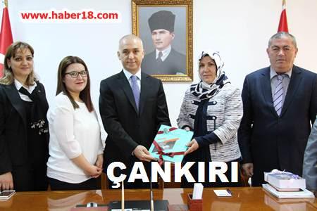 Çankırı - Çankırı İl Halk Kütüphanesi Müdiresi Songül Kapusuz i Vali Mesut Köe'yi Ziyaret Etti - Çankırı Valilik haber18 haberleri