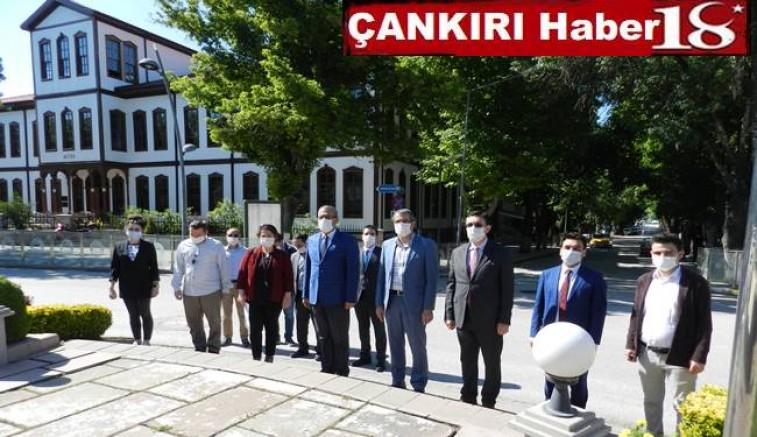 5 Haziran Dünya Çevre Günü Unutulmasın dediler.  Çevre ve Şehircilik Çankırı  İl Müdürlüğü Atatürk Anıtına çelenk Sundu - Çankırı Kurumlar Haber18 - attorney at law ,boat yacht  wealth luxury