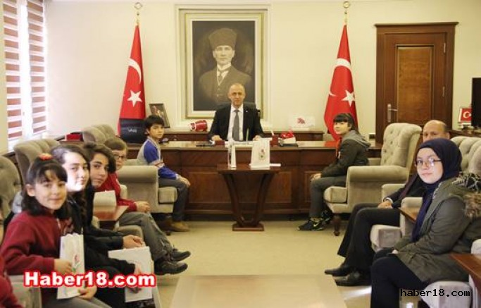 çankırı - Çocuk Meclisi Vali Hamdi Bilge Aktaş'ı Ziyaret Etti Hamdi Bilge Aktaş