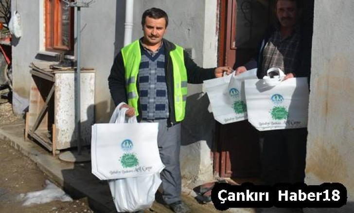 Ilgaz Belediyesi Bez Çanta Dağıttı - Ilgaz - haber18.com - Çankırı haberleri