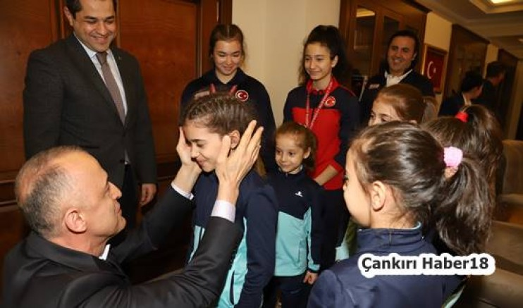 Türkiye Şampiyonları Vali Hamdi Bilge Aktaş'ı Ziyaret Ettiler Hamdi Bilge Aktaş - Çankırı