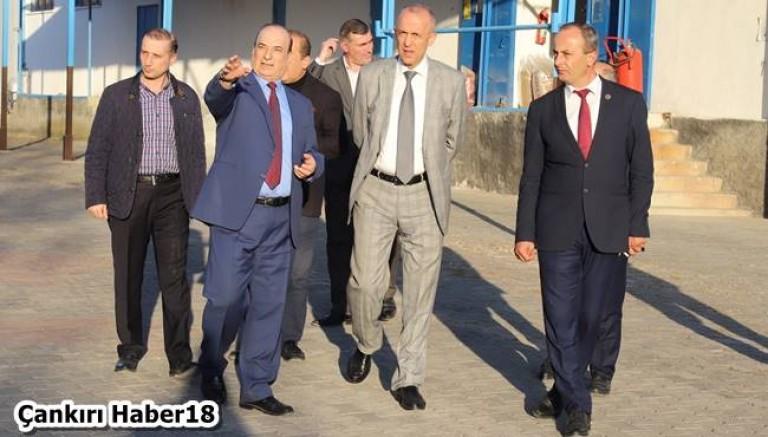 Vali Hamdi Bilge Aktaş ,Kurum,Okul ve Fabrika Ziyaretinde Bulundu - Valilik Çankırı haber18