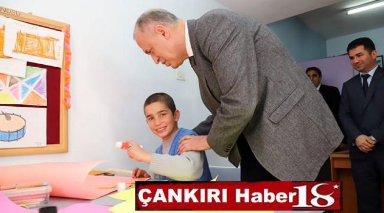 Vali Hamdi Bilge AKTAŞ Okul Ziyaretlerine Devam Ediyor - Valilik - haber18.com - Çankırı haberleri